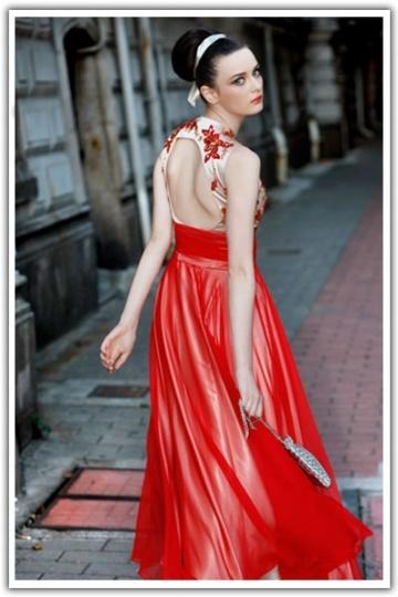 Robe de soirée rouge dos découpe style vintage