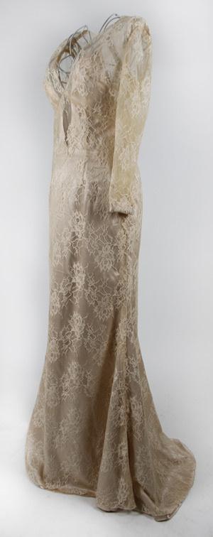 robe habillée de la couleur dorée