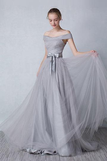 Robe de soirée longue grise avec épaule dénudée ornée d'un n?ud papillon