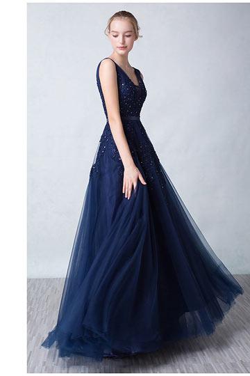 Robe de mariée bleue dos décolleté en V appliquée de dentelle guipure