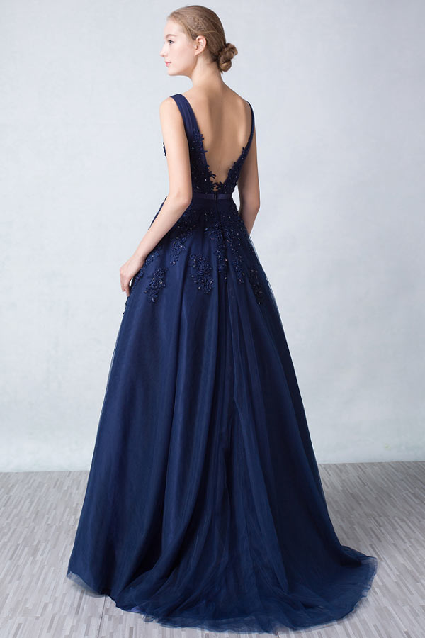 robe-soiree-princesse-bleu-nuit-dos-decollete-en-v-appliquee-de-dentelle-guipure