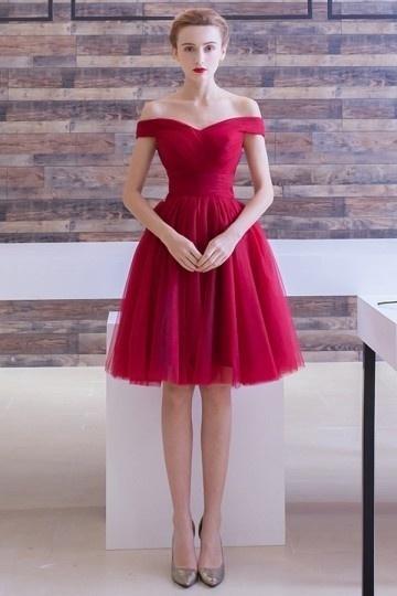 Robe rouge courte pour cocktail de mariage avec �paule d�gag�e