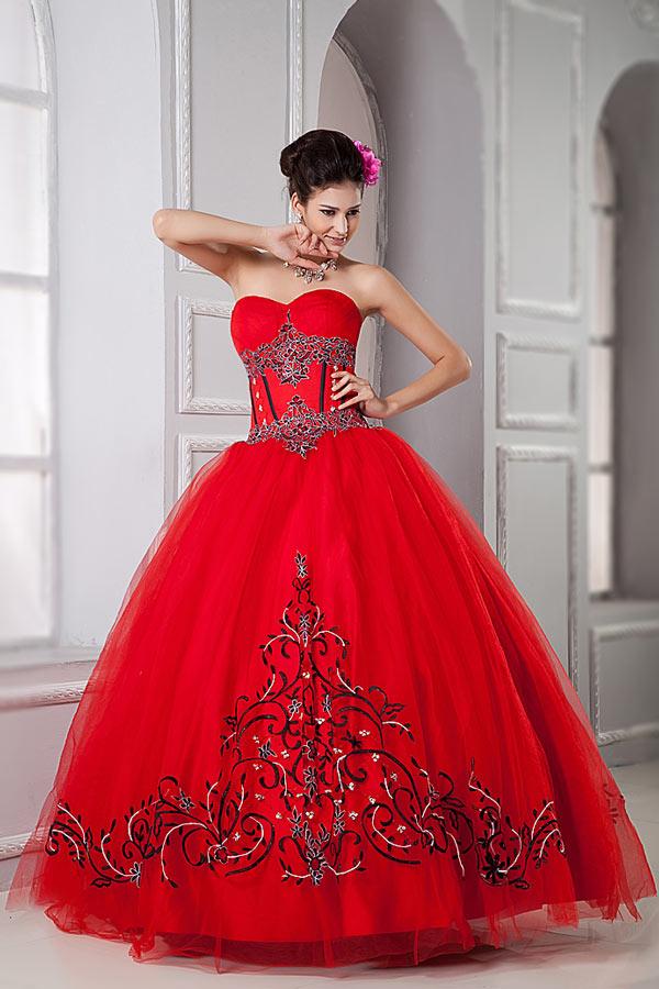 Robe mariée princesse rouge bustier coeur à motif noir et blanc ...