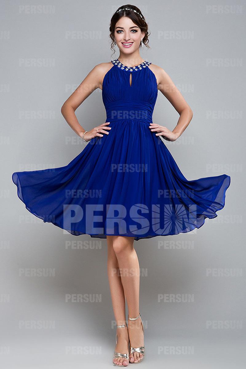 robe-de-bal-courte-bleue-ruchee-avec-bretelle-autour-du-cou