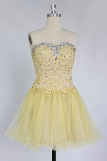 Petite robe cocktail bustier cœur à jupe évasée