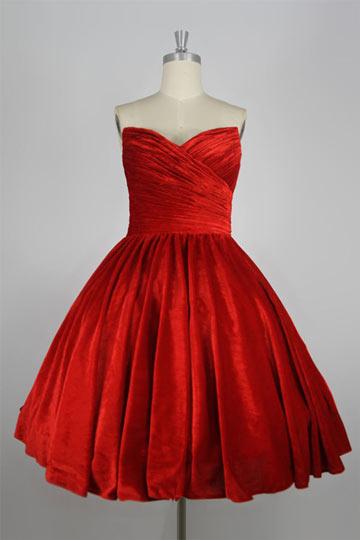 Robe rouge courte Sonam Kapoor bustier cœur plissée