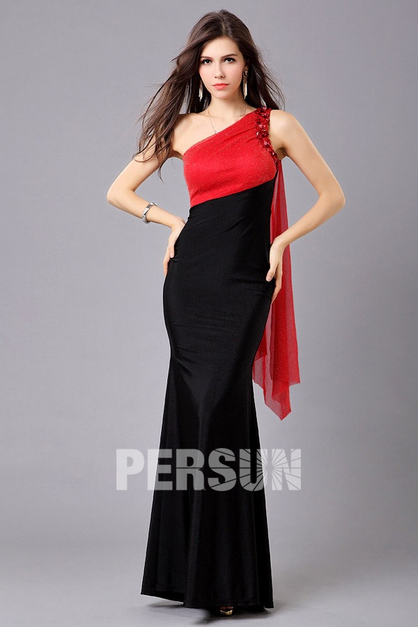 Robe noire bolero rouge