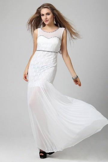 Robe blanche dentelle sirène ornée de bijoux mousseline