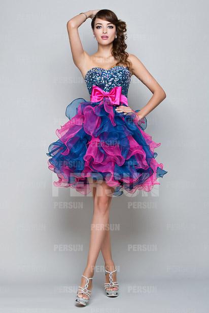 Petite robe de mariée bleue et fuchsia à noeud à la taille