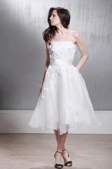 Robe de mariée plage sans bretelle à Ligne-A longue aux genoux avec appliques