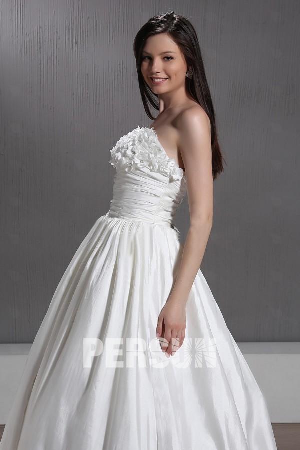 Robe mariée princesse bustier ornée de fleur