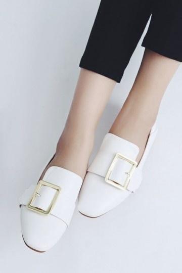 Chaussure de ville femme plate boucle doré