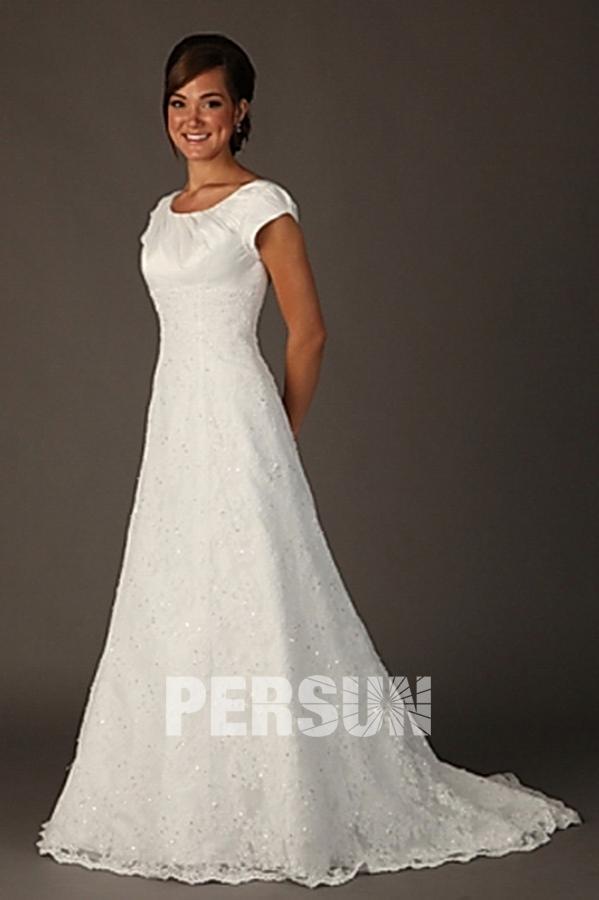 Robe de mariée en dentelle avec manches courtes à encolure ronde ...