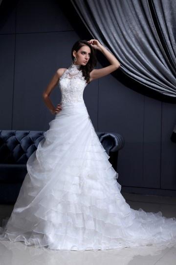 Robe de mariée moderne encolure ras de cou en organza & dentelle ornée de bijoux