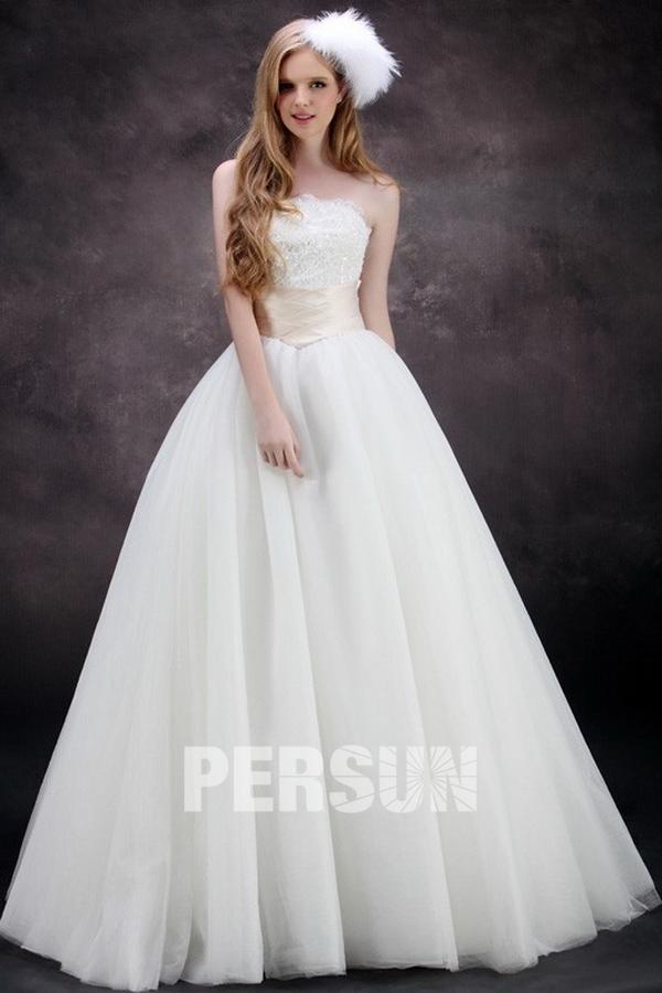 robe-de-mariee-princesse-empire-decollete-en-coeur-ornee-de-perle-et-applique