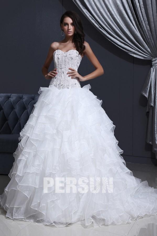 Robe de mariée moderne bustier en organza décolleté en cœur ornée de bijoux
