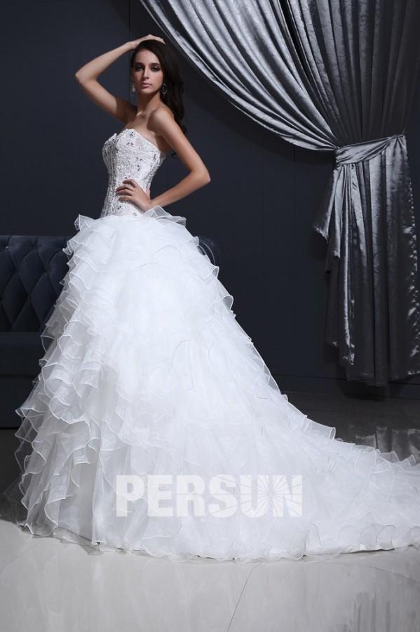 Robe de mariée moderne bustier cœur à volants