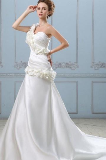 Robe de mariée moderne en satin Ligne A décolleté en cœur à une ...