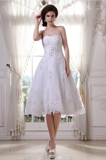 Robe de mariée princesse bustier courte décolleté en coeur en tulle