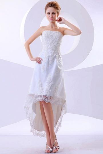 Robe de mariée bustier à bord asymétrique en dentelle