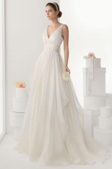 Robe de mariée simple ornée d'un nœud au dos