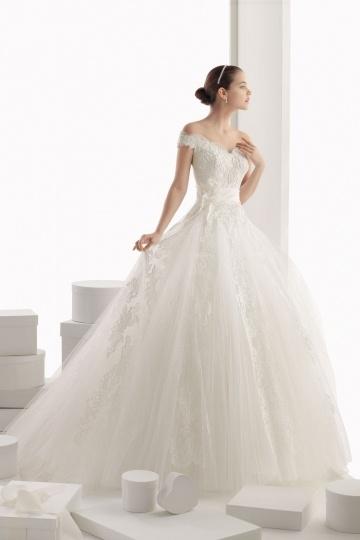 Robe de mariée princesse en tissu tulle avec épaule tombante