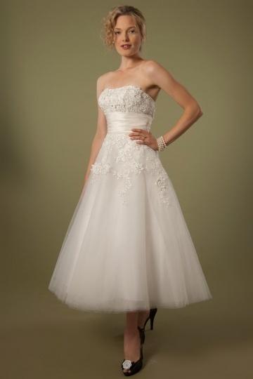 vintage robe mariée mi longue bustier coeur en borderie