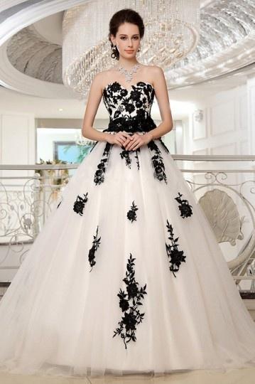 Robe de mariée princesse florale noire & blanche