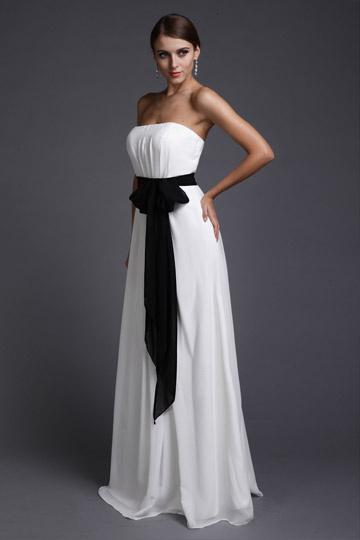 robe de dame dhonneur blanche longue bustier accessoiris e une ceiture noire. Black Bedroom Furniture Sets. Home Design Ideas