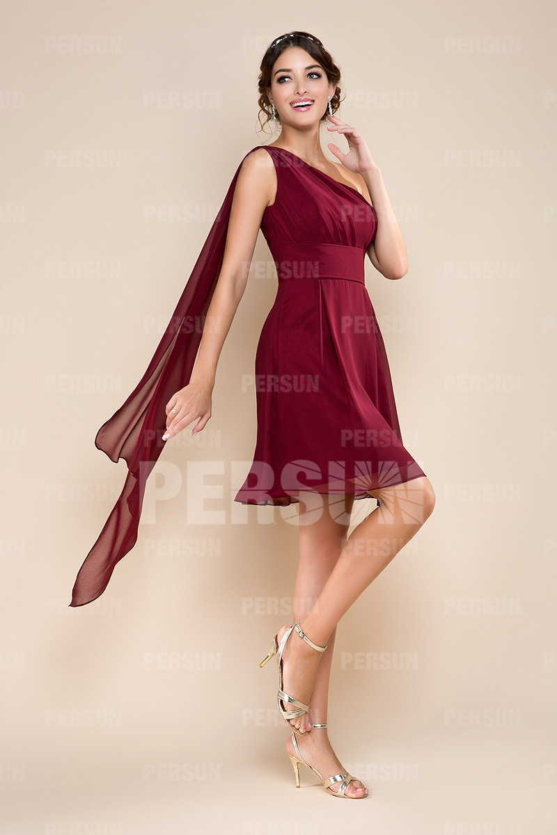robe-courte-rouge-a-une-epaule