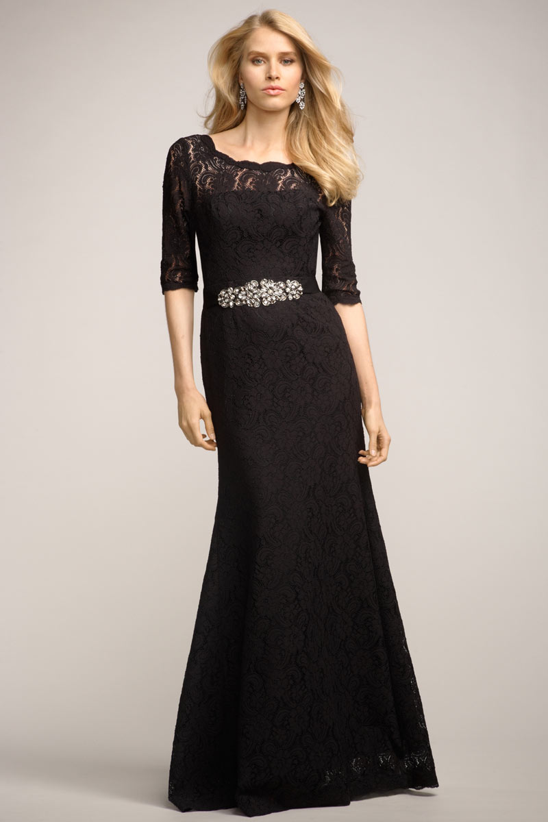 Robe de soirée noire longue avec manche courte à dos largement découpé