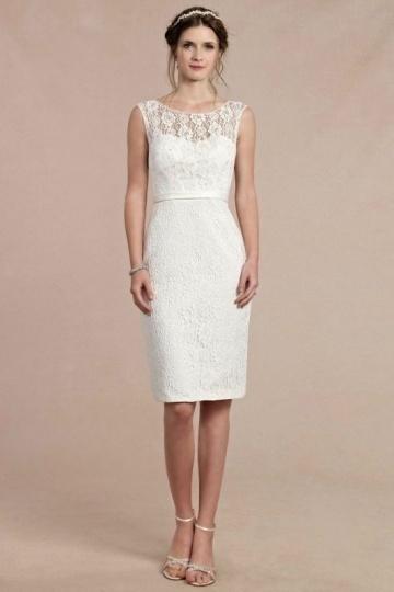 Robe blanche de soirée cassé genoux en dentelle pour cocktail de mariage
