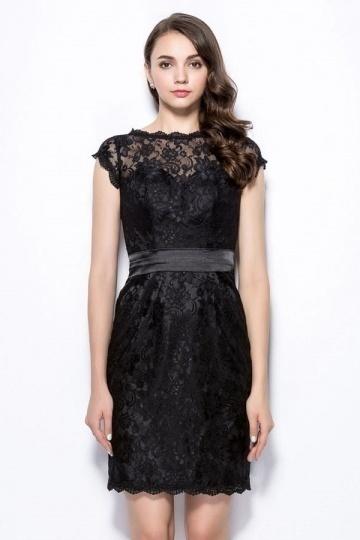 Petite robe noire en dentelle en colure illusion pour soirée