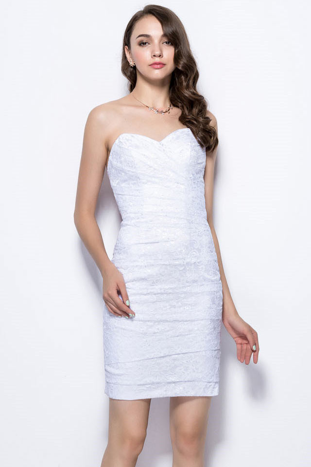 robe habill e blanche empire moulante pour cocktail et soir e. Black Bedroom Furniture Sets. Home Design Ideas