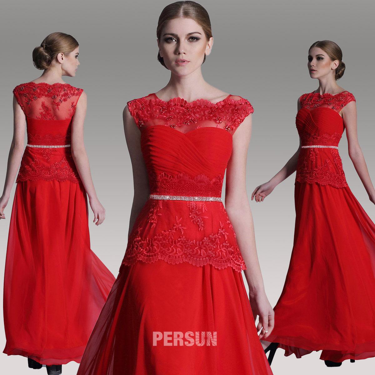 magnifique robe rouge longue col bateau ornée de dentelle