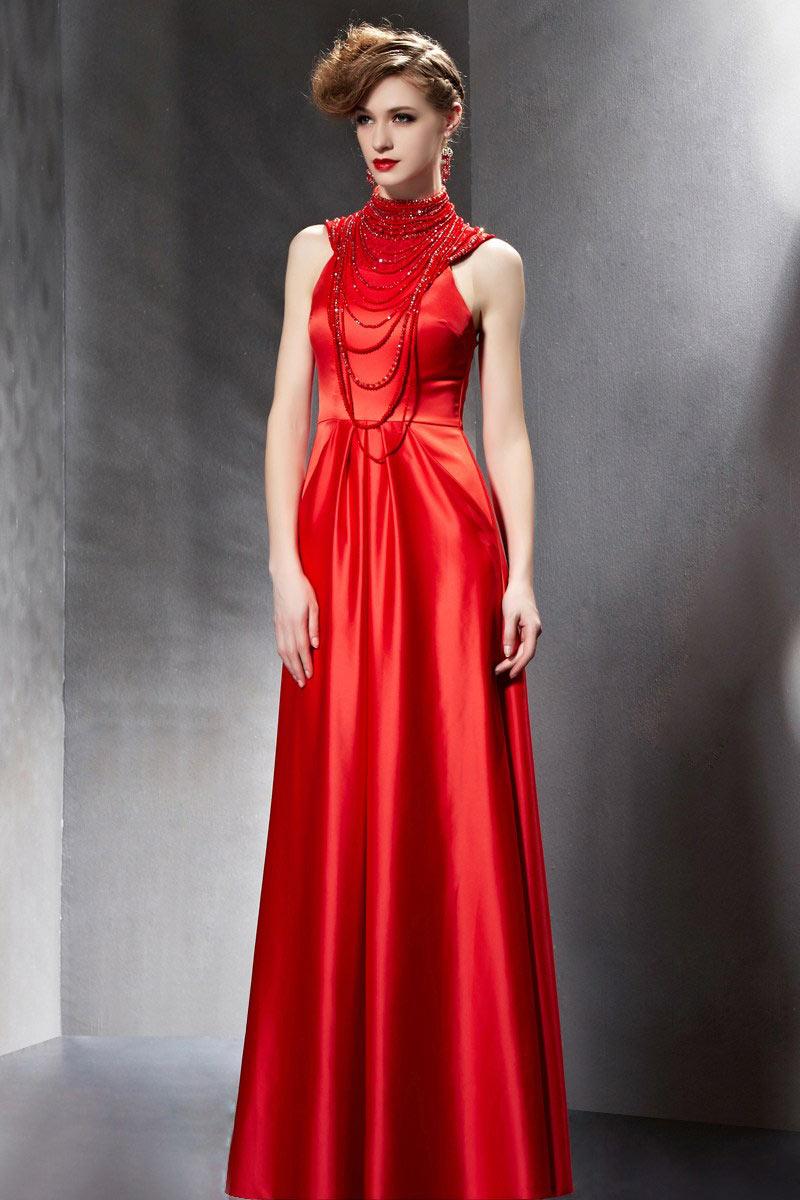 chic robe rouge col montant muni de sautoir multi ranges. Black Bedroom Furniture Sets. Home Design Ideas