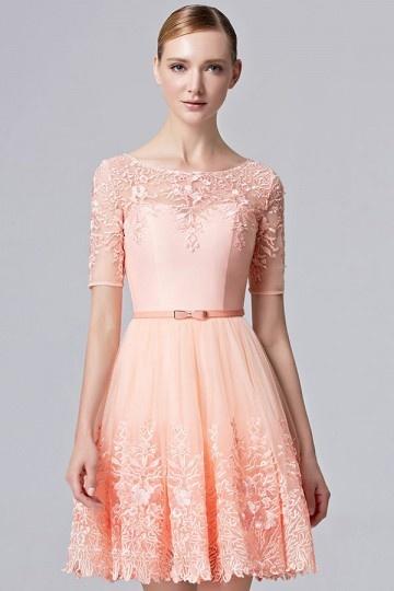 petite-robe-rose-mignonne-en-dentelle-ajouree