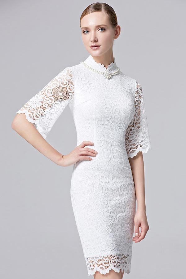 robe l gante courte en dentelle blanche pour vernissage