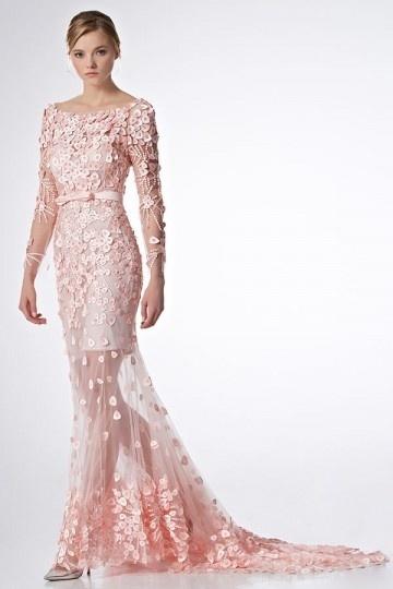 Robe de mariée sirène rose appliquée et perlée florale