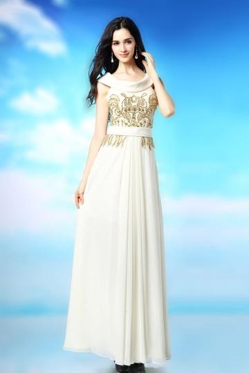 Robe blanche de soirée col bénitier ornée de motif raffiné