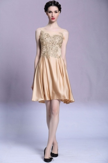 robe beige de gala courte en satin soyeux. Black Bedroom Furniture Sets. Home Design Ideas