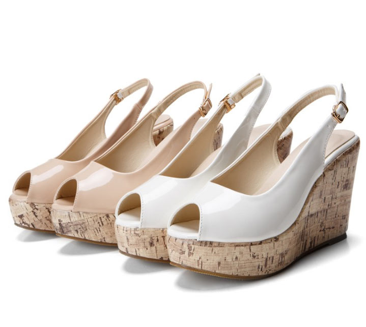 sandales compensées de couleur nude à bout ouvert