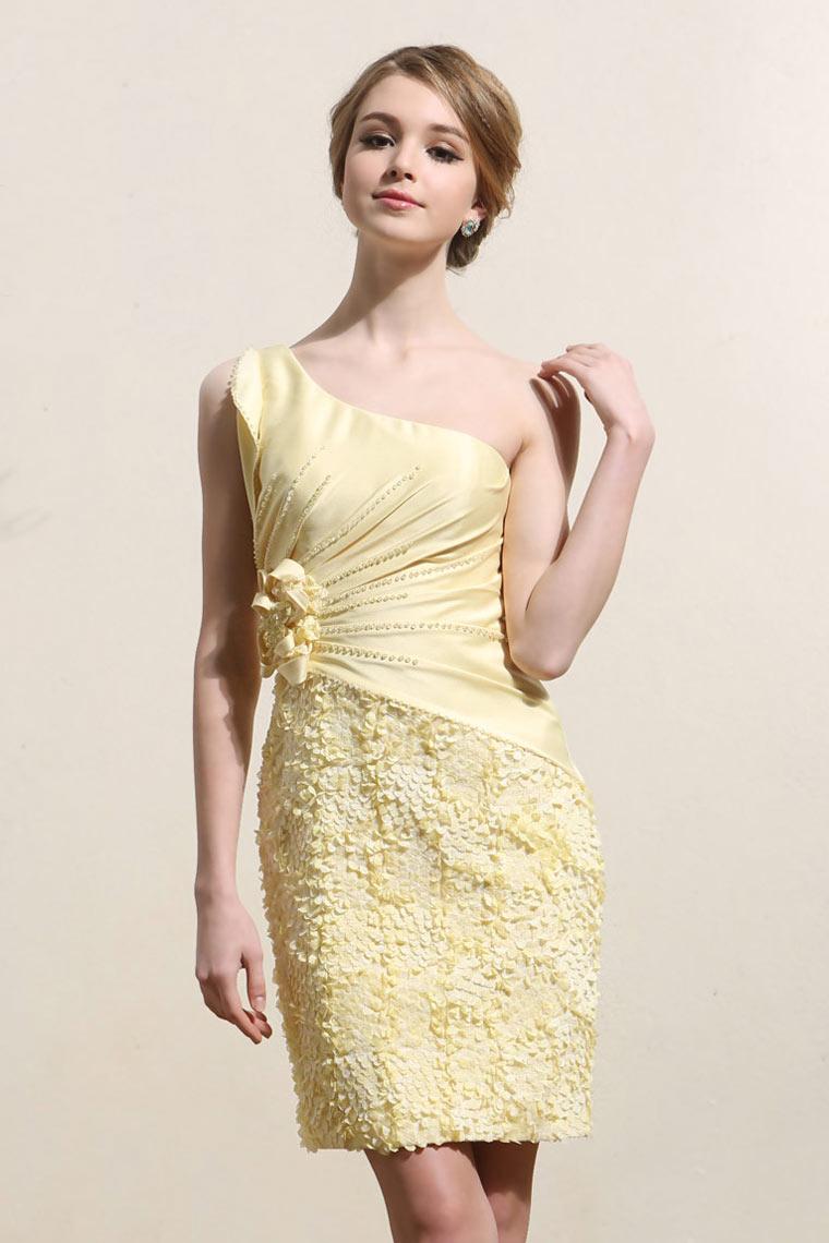 robe de bal courte jaune asym trique avec d tails p tales. Black Bedroom Furniture Sets. Home Design Ideas