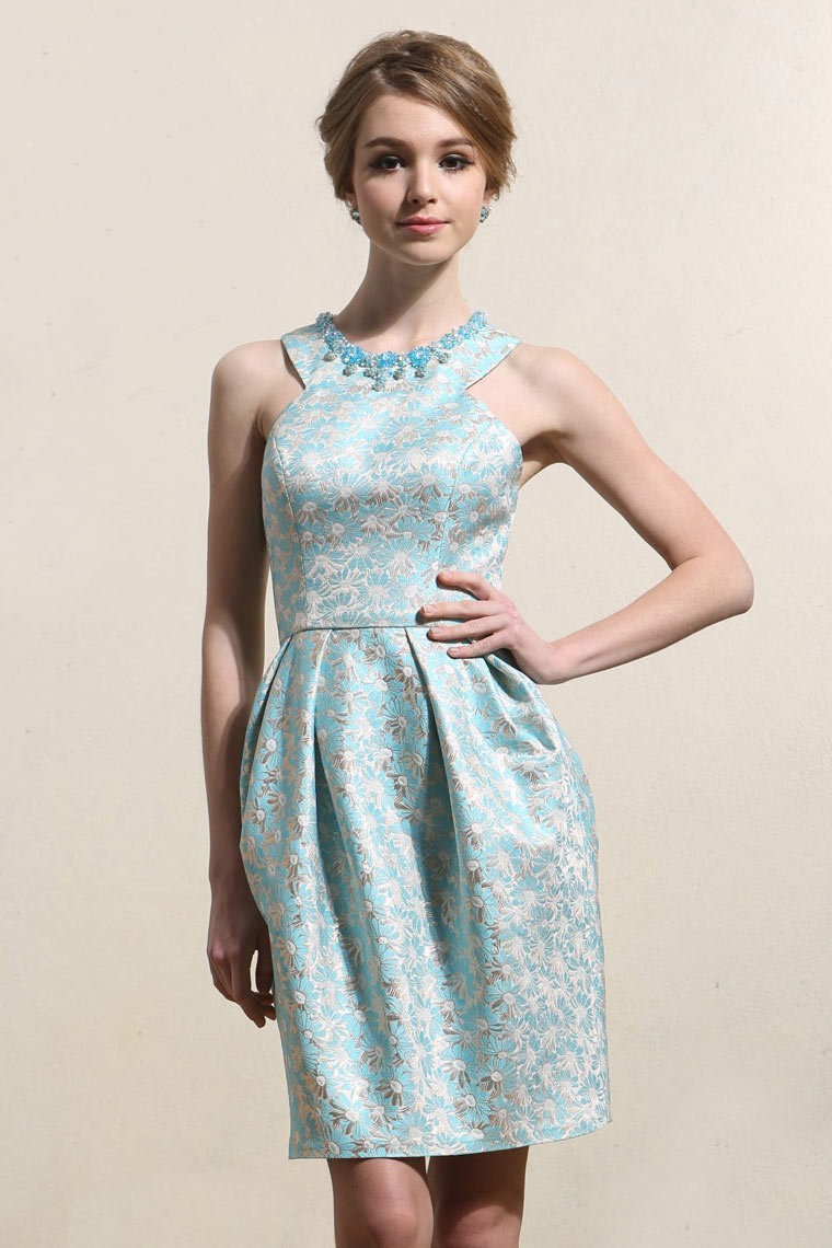 Robe de cocktail de luxe en brocart motif marguerite