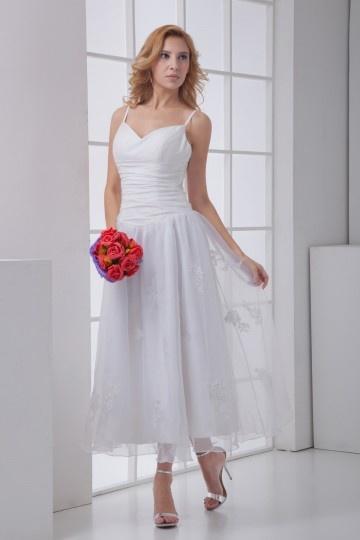 Robe blanche avec bretelles ruchée fleurs appliquées mousseline